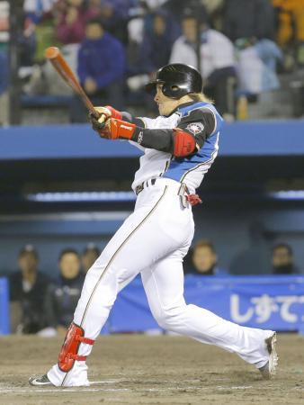 9回日本ハム2死一、二塁、陽岱鋼が右越えにサヨナラ打を放つ=静岡