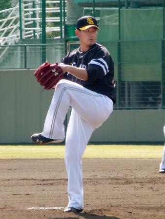 ウエスタン・リーグの阪神戦に登板したソフトバンク・松坂=鳴尾浜