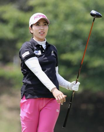 女子ゴルフのフジサンケイ・レディース第1日、6アンダーで首位に立った笠りつ子=22日、静岡県伊東市の川奈ホテルGC富士