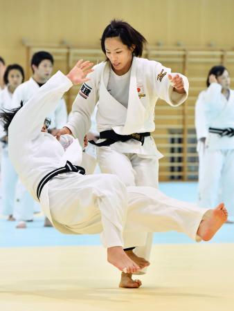 強化合宿で練習する松本薫=味の素ナショナルトレーニングセンター