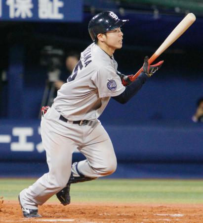 7回中日2死一、二塁、杉山が右前に勝ち越し打を放つ=横浜