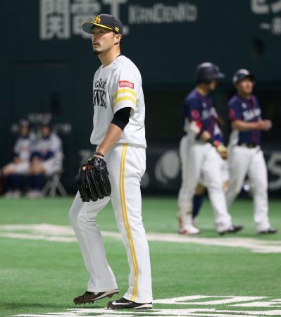 7回、西武・木村昇に適時三塁打を浴びたソフトバンク・寺原=ヤフオクドーム
