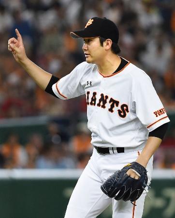 完投で4勝目を挙げた巨人・菅野=東京ドーム
