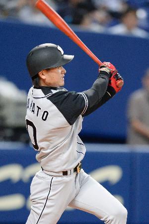 7回阪神2死、大和が左越えに決勝本塁打を放つ=ナゴヤドーム