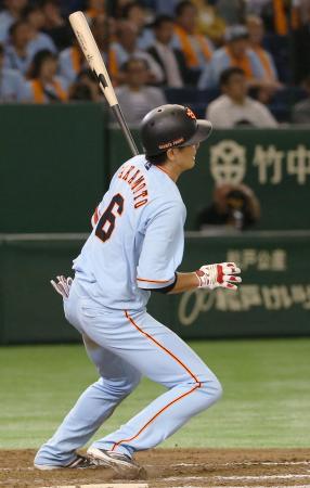12回巨人2死一、二塁、坂本が左翼線に逆転サヨナラの2点二塁打を放つ=東京ドーム