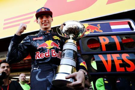 スペインGPでF1初勝利を挙げてガッツポーズするフェルスタッペン(Red Bull)