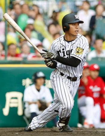 9回阪神1死満塁、高山が右前にサヨナラ打を放つ=甲子園