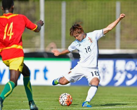 日本―ギニア 前半、勝ち越しゴールを決める南野=シスフールレプラージュ(共同)