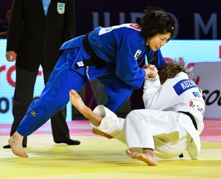 女子52キロ級決勝 ロシア選手(右)を破り優勝した中村美里=グアダラハラ(共同)