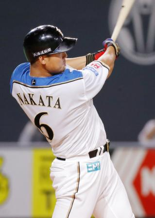 6回日本ハム1死、中田が左越えに逆転満塁本塁打を放つ=札幌ドーム