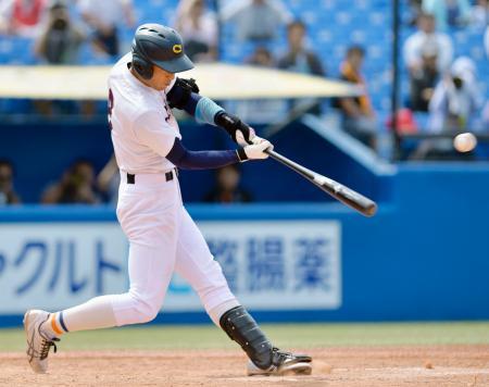 中京学院大―奈良学園大 9回表中京学院大2死満塁、石坂が中前に逆転の2点打を放つ=神宮
