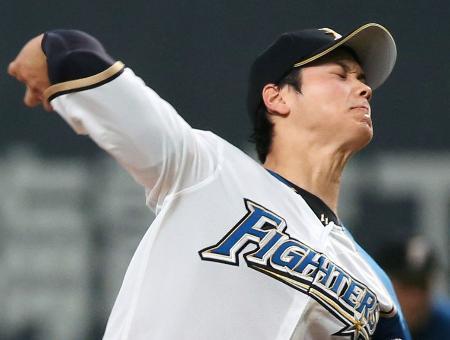 3回、公式戦最速に並ぶ球速163キロの球を阪神・梅野に投じる日本ハム・大谷=札幌ドーム