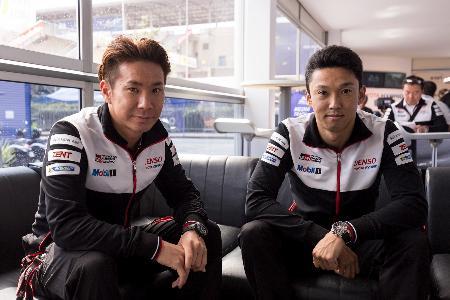 ルマン24時間について語る中嶋一貴(右)と小林可夢偉=ルマン