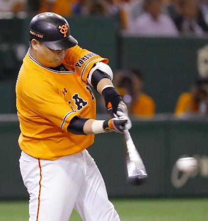 9回巨人2死一、二塁、村田が左前にサヨナラ打を放つ=東京ドーム