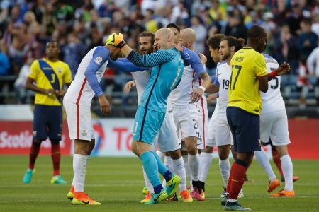 サッカー南米選手権第13日 エクアドルを破り喜ぶ米国の選手ら=シアトル(AP=共同)