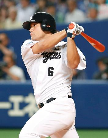 4回中日1死二塁、平田が左越えに先制二塁打を放つ=ナゴヤドーム