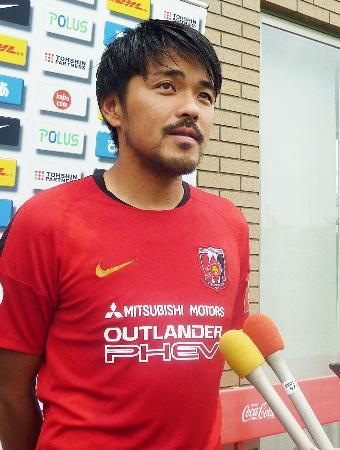 リオ五輪のサッカー男子でオーバーエージ起用が正式に決まり、抱負を語る興梠慎三=23日、さいたま市