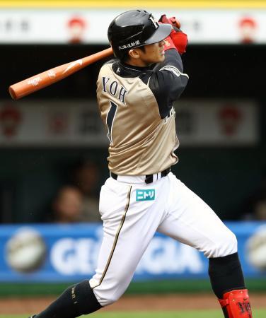 3回日本ハム1死二、三塁、陽岱鋼が左中間に2打席連続本塁打となる3ランを放つ=ほっともっと神戸