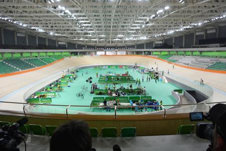 公開されたリオデジャネイロ五輪の自転車トラック会場「ベロドローム」=26日、リオデジャネイロ(共同)