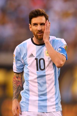 アルゼンチン代表からの引退を表明したメッシ(ゲッティ=共同)