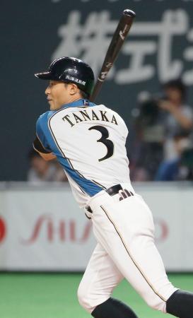 7回日本ハム2死満塁、田中賢が中越えに走者一掃の勝ち越し三塁打を放つ=札幌ドーム