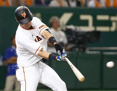 7回巨人2死二、三塁、大田が左中間に勝ち越しの2点三塁打を放つ=東京ドーム