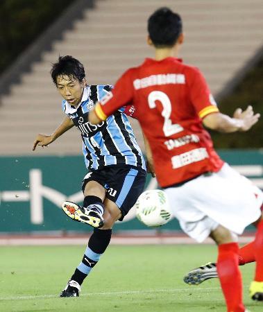 名古屋―川崎 後半、チーム3点目のゴールを決める川崎・中村=パロマ瑞穂