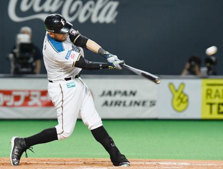 12回日本ハム無死、レアードが左越えにサヨナラ本塁打を放つ=札幌ドーム