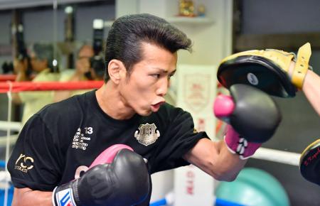 IBFスーパーバンタム級王座決定戦を前に、練習を公開した和気慎吾=東京都板橋区の古口ジム