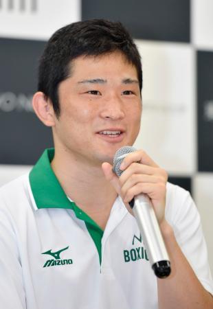 記者会見するリオ五輪ボクシング男子バンタム級代表の森坂嵐=東京都世田谷区の東農大