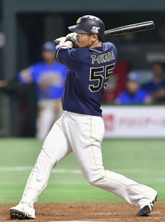 3回オリックス2死、T―岡田が右越えに満塁本塁打を放つ=ヤフオクドーム