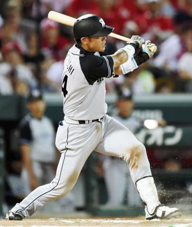 6回阪神2死満塁、原口が左前に逆転の2点打を放つ=マツダ