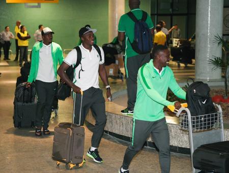 マナウスに到着したサッカーのナイジェリア代表=4日(共同)