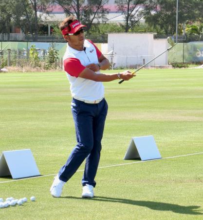 練習場で調整するゴルフ男子の片山晋呉=リオデジャネイロ(共同)