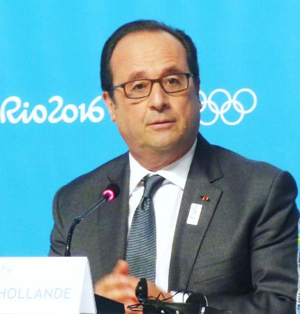 記者会見するフランスのオランド大統領=5日、リオデジャネイロ(共同)