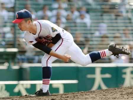 鶴岡東戦の3回から登板し、好投したいなべ総合学園・山内=甲子園