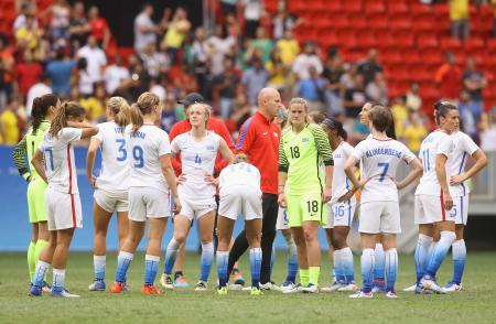 五輪女子サッカー準々決勝でスウェーデンに敗れた米国の選手たち=ブラジリア(ゲッティ=共同)