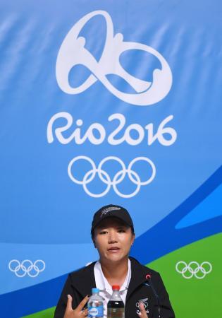 記者会見するゴルフ女子ニュージーランド代表のリディア・コ=リオデジャネイロ(ゲッティ=共同)
