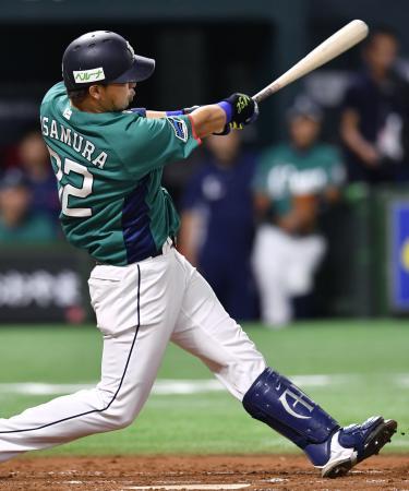 4回西武無死二、三塁、浅村が左中間に同点となる2点二塁打を放つ=ヤフオクドーム