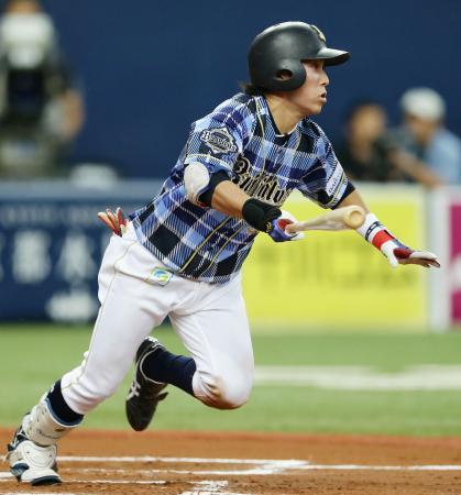 6回オリックス2死二塁、西野が右前に適時打を放つ=京セラドーム