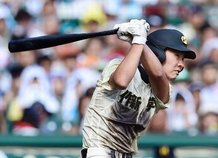 作新学院―北海 4回表作新学院無死満塁、山本が右翼線に2点二塁打を放つ=甲子園