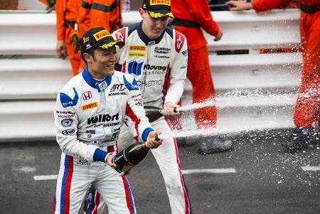 モナコの第2レースで優勝した松下信治=GP2