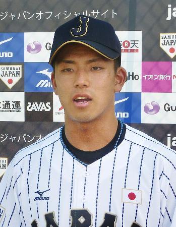 早大との練習試合で3ランを放つなど活躍し、インタビューに答える野球のU―18高校日本代表の九鬼隆平捕手=25日、東京都西東京市の早大グラウンド
