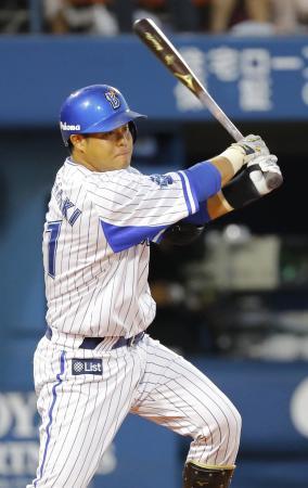 1回DeNA2死一、二塁、宮崎が右翼線に先制打を放つ=横浜