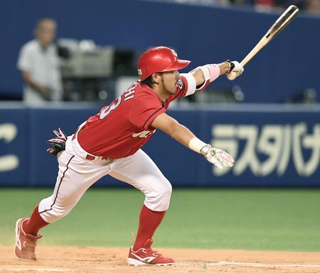 9回広島1死満塁、菊池が左前に決勝打を放つ=ナゴヤドーム