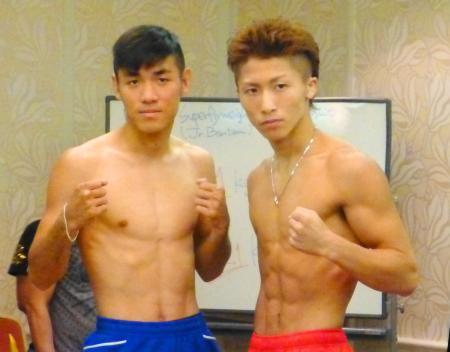 タイトルマッチの前日計量をクリアしたWBOスーパーフライ級王者の井上尚弥(右)と挑戦者のペッチバンボーン・ゴーキャットジム=3日、東京都内のホテル