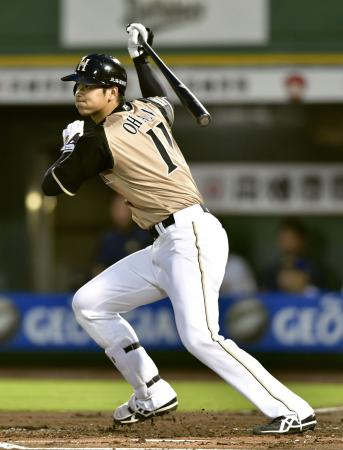 1回日本ハム無死一、三塁、大谷が左前に先制打を放つ=ほっともっと神戸