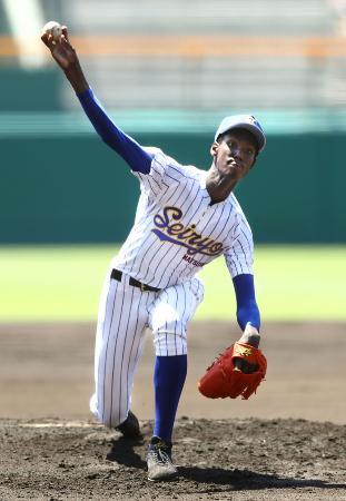 松山聖陵のアドゥワ誠投手=8月12日、甲子園