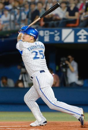 6回DeNA2死、筒香が左越えに本塁打を放つ=横浜