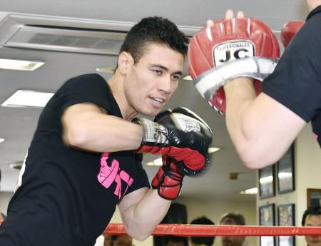 WBCスーパーバンタム級タイトルマッチに向け、練習を公開した王者ウーゴ・ルイス=東京都新宿区の帝拳ジム